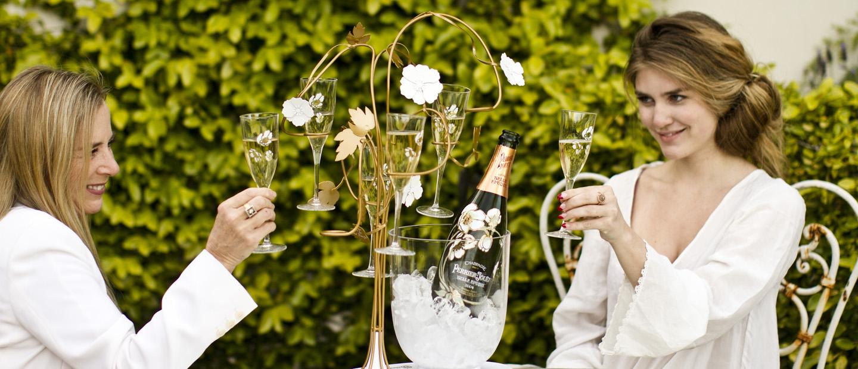 Un brindis por la invitación a compartir el champagne